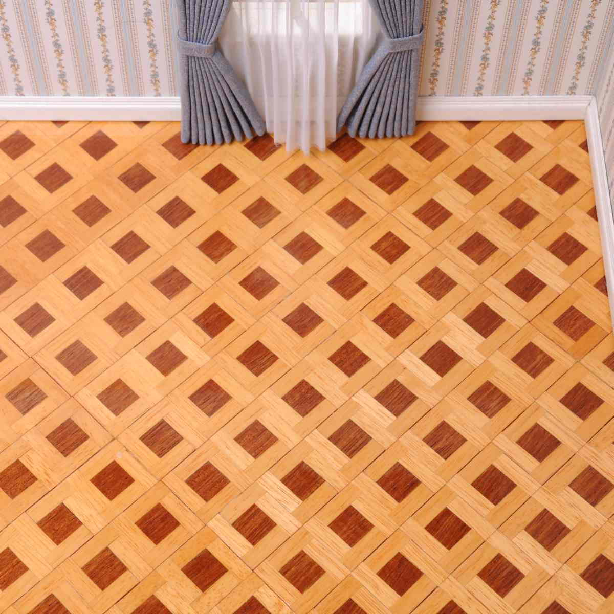 Square pattern parquet floor 正方形タイプ・寄せ木張りの床