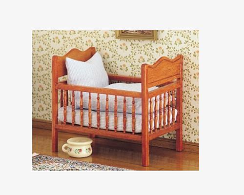 Latticed cot (crib) 格子造りのベビーベッド